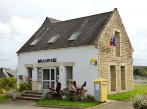 Trégourez-mairie-et-agence-postale-(2)